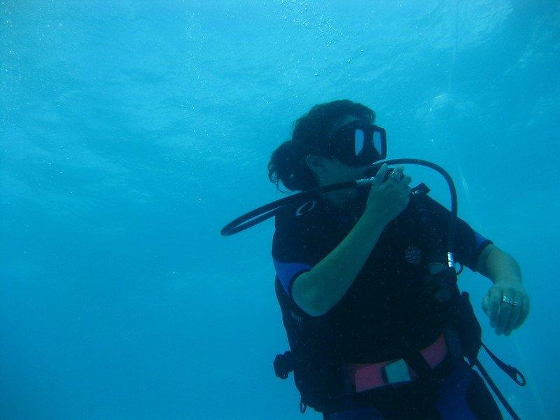 PADI diver underwater scuba course